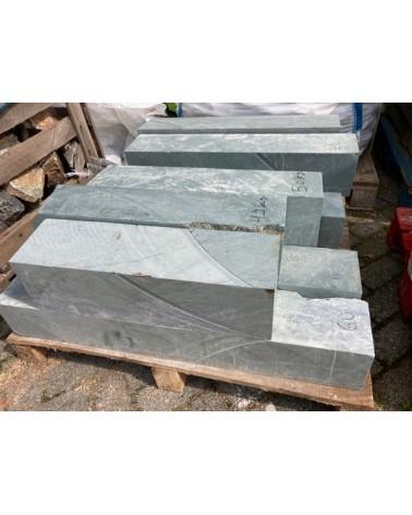 Galastone zwartgroen gezaagd 15 x 15 x 50/80 cm Prijs per Cm